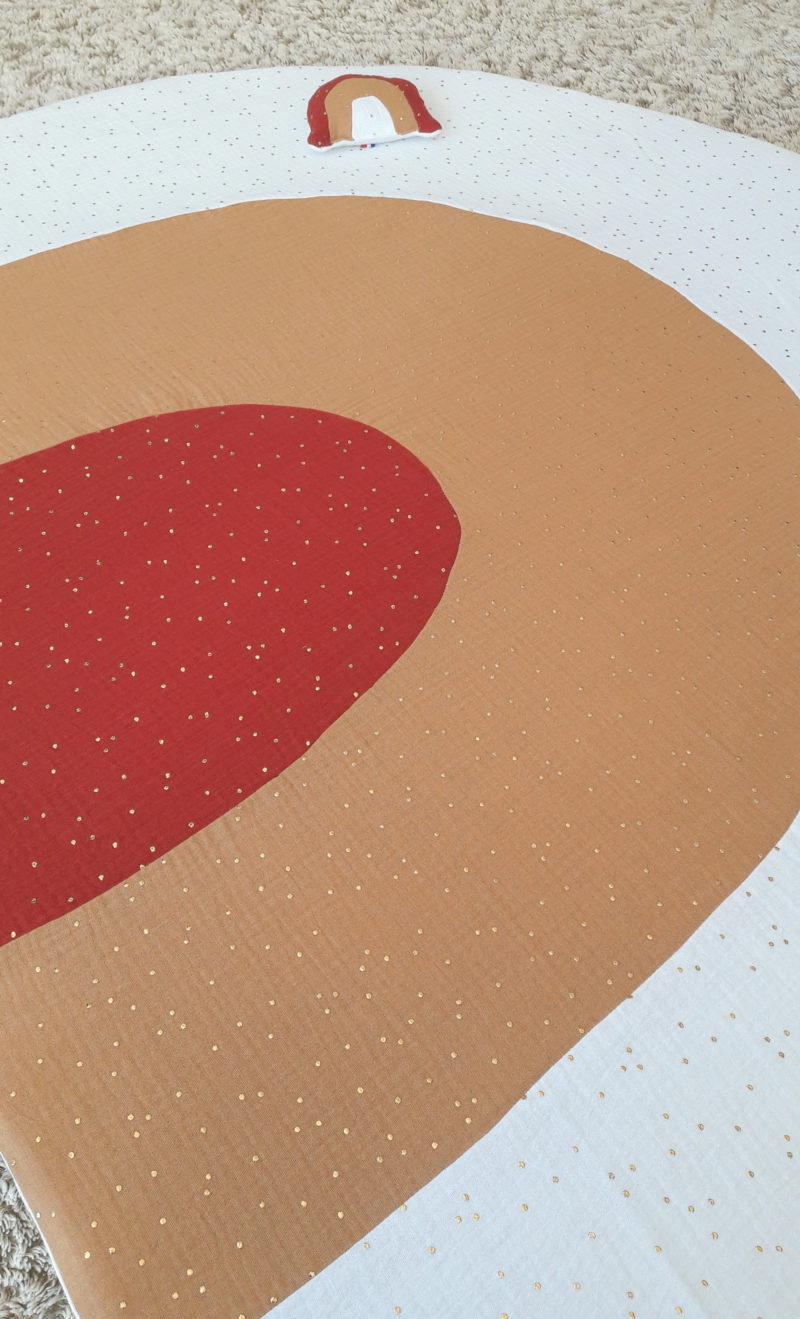 détails tapis arc en ciel blanc/camel/brique